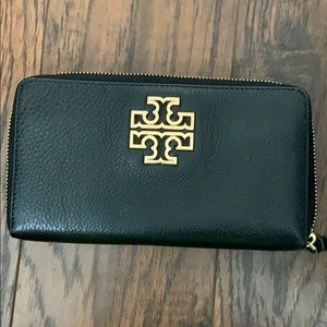 Tory Burch Britten zip closure wallet